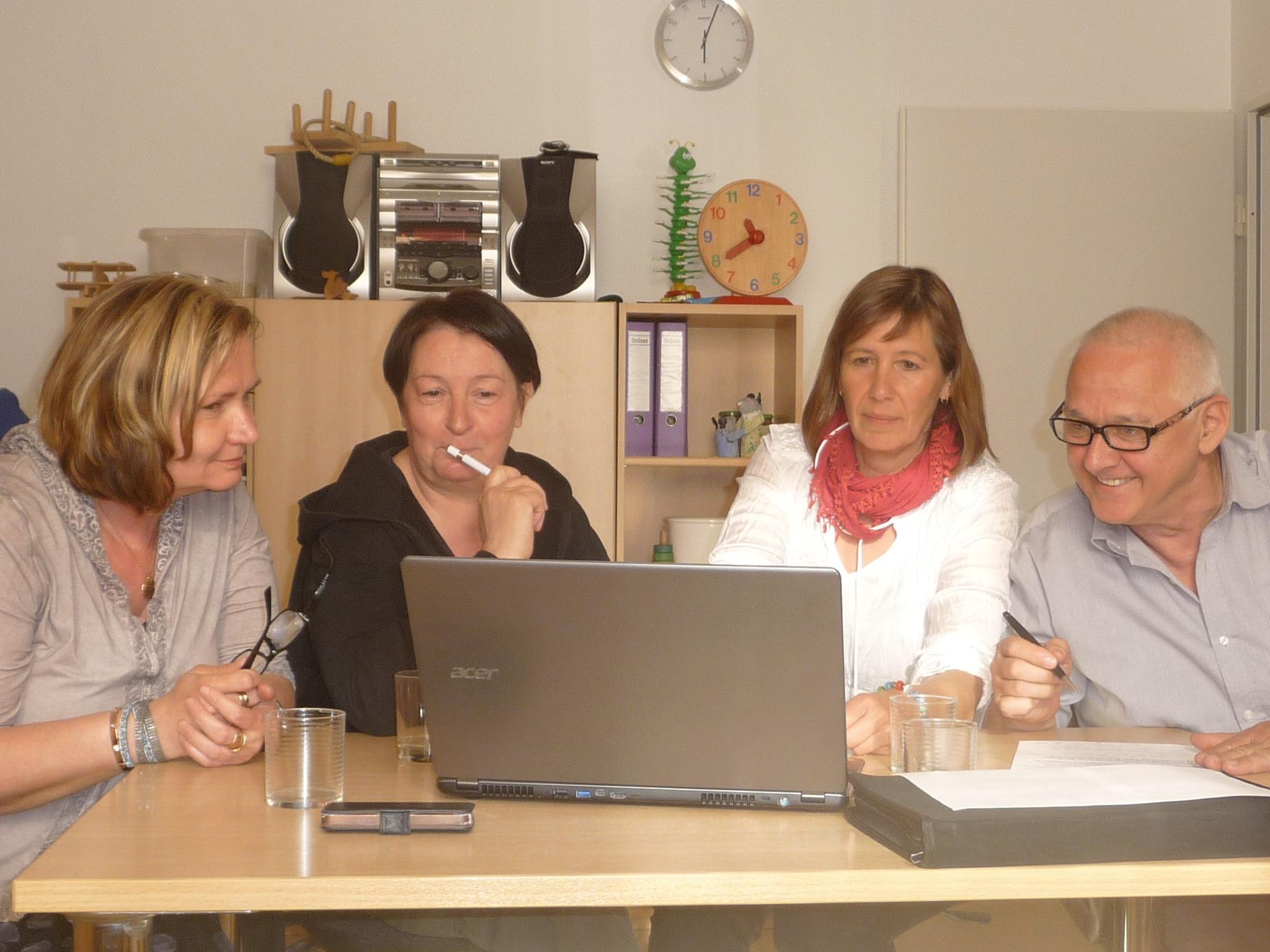 Sitzung in Bochum im April 2015 mit Bettina Paris (2.v.l.)