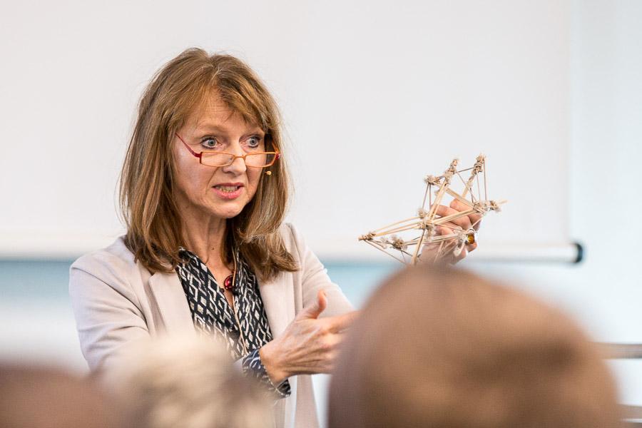 Anne Meurer: Stimme und Faszie – Dynamische Selbstorganisation in der Stimmtherapie