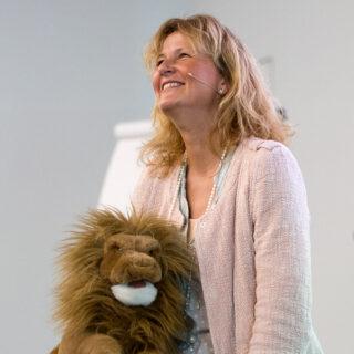 Susanne Gehrer: Mit Freude und Leichtigkeit stotternde Kinder direkt behandeln